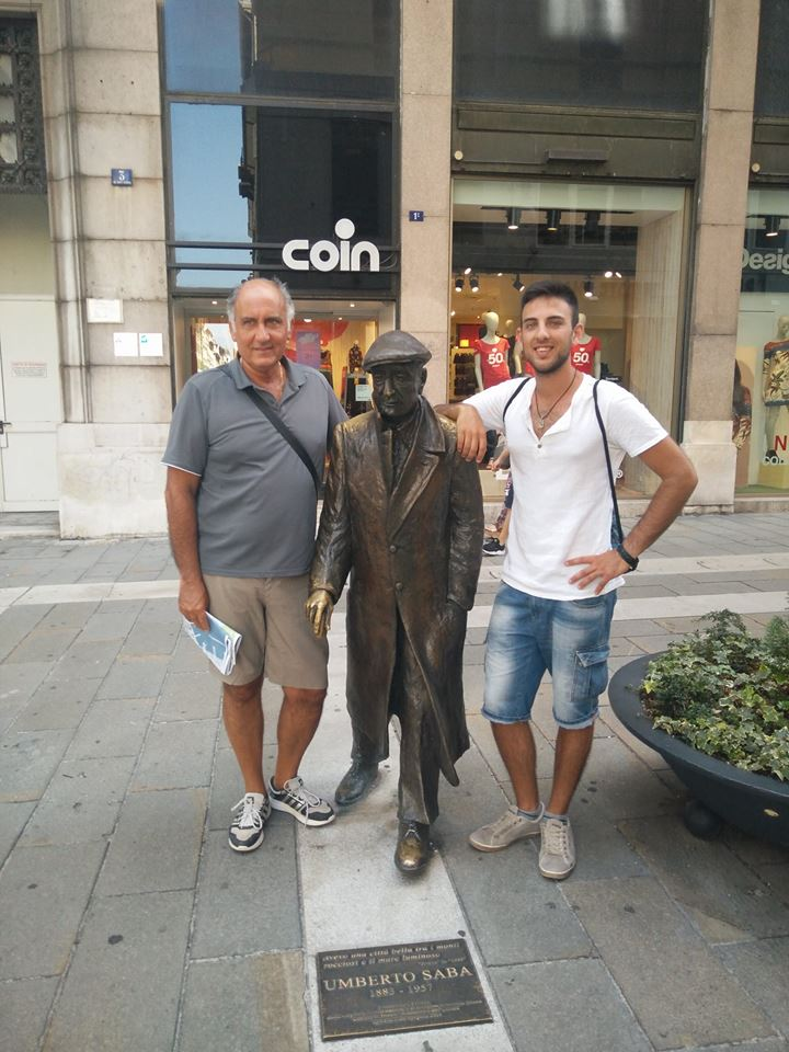 Trieste - Umberto Saba statua
